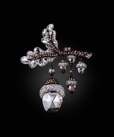 Dancing Acorns brooch by Carnet. White and fancy brown diamond brooch set in platinum and 18K rose gold