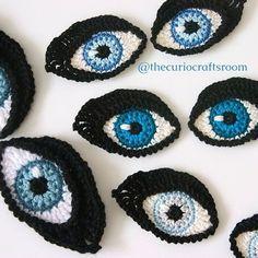Crochet PATTERN Eyes BOOKMARK and applique / door TheCurioCraftsRoom