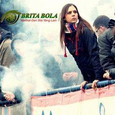 Suporter Sepak Bola Cewe Ultras Cantik Hot di Stadion