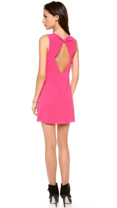 love the bow back on this alice + olivia dress