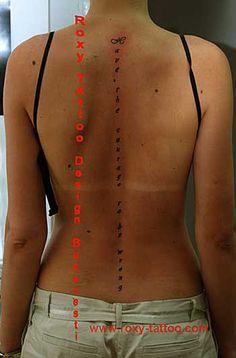 http://www.roxy-tattoo.com/tatuaje-fete/tatuaje/tatuaje-fete-spate-coloana-scris.jpg