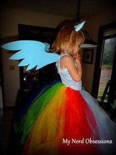 rainbow dash costume idea... I know a certain little lady who would appreciate this! Especially if we modified it to twilight sparkle instead