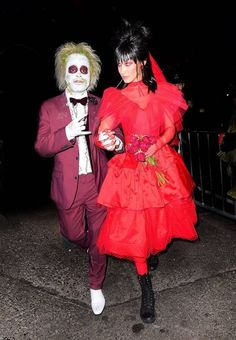 The Best Celebrity Halloween Costumes. 2018 The Weeknd and Bella Hadid were inspired by Beetlejuice for their fancy dress outfits. Take your Halloween costume inspiration from the stars' spooky outfits Beetlejuice Halloween Costume, Easy College Halloween Costumes, Best Celebrity Halloween Costumes, Theme Halloween, Classic Halloween Costumes, Hallowen Costume, Halloween Tags, Halloween Celebration, Halloween 2018