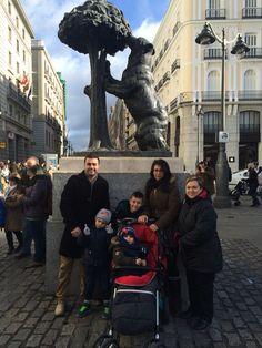 El Oso , el Madroño y los turistas no pueden faltar jajaja #veronicaydiego #navidad2014 #Madrid