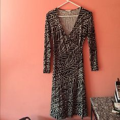 """❗️SALE❗️Nordstrom Classiques Entier Dress Beautiful and classic black & white abstract/geometric design faux wrap dress. Long sleeves. 55% silk, 23% rayon, 22% nylon.  Length shoulder to hem is 47""""L. If you have questions, please ask. Classiques Entier Dresses Long Sleeve"""