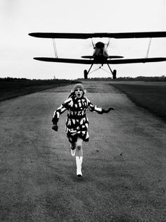 Helmut NEWTON :: iconic photo for British Vogue - near London, 1967