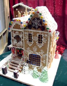gingerbread house by Artisan Cake Company Gingerbread House Designs, Gingerbread House Parties, Gingerbread Village, Christmas Gingerbread House, Noel Christmas, Gingerbread Man, Gingerbread Cookies, Gingerbread Recipes, Xmas