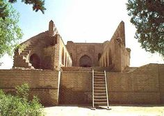 When Abu Ja'far Al-Mansour built Baghdad in 762 AD, it was a round city, with walls and four gates at an angle of 90 degrees for defensive purposes. Main administrative and religious buildings were placed near the center for easy approach. The only gate extant today is the Wastani Gate, near the Mausoleum of Omar Al-Sahrawardi - just off Sheikh Omar Street.