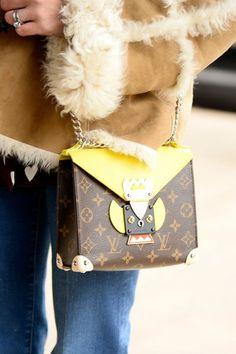 Louis Vuitton! Vem ver mais cliques de bolsas pelas ruas de NY