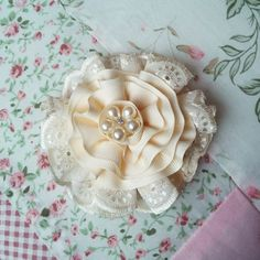 Vintage Shabby Chic Brooch Handmade Lace by Ladydarinefinecrafts