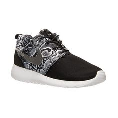 Women's Nike Roshe One Print Casual Shoes ($80) ❤ liked on Polyvore featuring shoes, sneakers, print shoes, lightweight sneakers, waffle shoes, lightweight shoes and nike trainers