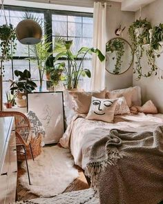 Bohemian bedroom and bedding design - Zimmer einrichten - Decoration Help Room Ideas Bedroom, Bedroom Inspo, Home Bedroom, Bedroom Designs, Modern Bedroom, Bedroom Vintage, Master Bedroom, Minimalist Bedroom, Contemporary Bedroom