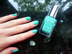 Little Miss Lifestyle: NOTD: Barry M | Gelly Nail Paint in 'Greenberry' |
