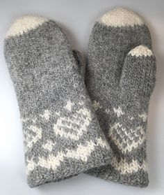 Ravelry: Fru Kvists varme votter pattern by Nina Granlund Sæther Knitted Mittens Pattern, Knit Mittens, Knitted Gloves, Baby Knitting Patterns, Knitting Socks, Hand Knitting, Fingerless Mittens, Fair Isle Knitting, Crochet Designs