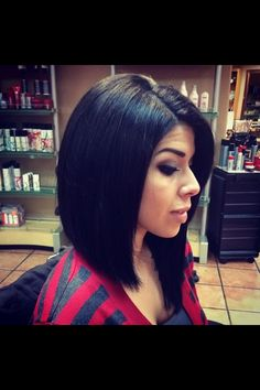 Love this asymetrical haircut !! I would love this when my hair gets this long.. It's subtle yet not. Just love it!