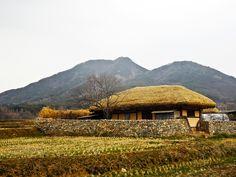 초가집 - Google 검색 Korean Traditional, Traditional House, Countryside Village, Natural Living, Good Old, South Korea, Future House, Vintage Photos, Landscape