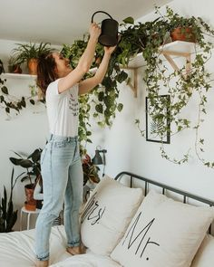 Our Plant Goals for - Dalla Vita - Houseplants in the Bedroom Everyone is setting their personal, health & wellness, and professional goals for the year. But what about your 2019 plant goals? Check out some of ours. Sofa Layout, Living Room Red, Interior Design Living Room, Plants In Living Room, Plants In Bedroom, Plant Rooms, Plants In Kitchen, Dorm Plants, Apartment Plants