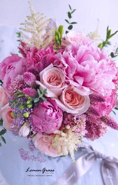 Beautiful bouquet of pink flowers Amazing Flowers, Beautiful Roses, Silk Flowers, Beautiful Flowers, Fresh Flowers, Beautiful Friend, Exotic Flowers, Flowers Garden, Beautiful Flower Arrangements