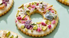 Make Martha Stewart's Embellished Wreath Cookies from the Elegant Cookies episode of Martha Bakes. Lemon Cookies, Sugar Cookies, Cookies Et Biscuits, Mini Fruit Tarts, Mini Tart, Mini Desserts, Elegant Cookies, Pbs Food, Chocolate Bark