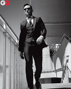 Joseph Gordon-Levitt rocking a three piece suit. He is the perfect example of how a custom suit looks much better on you. Joseph Gordon Levitt, Gq Style, Looks Style, Sharp Dressed Man, Well Dressed Men, How To Have Style, How To Look Better, Beautiful Men, Beautiful People