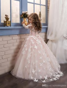 2016 Cheap Lace Long Sleeves Pink Flower Girls Dresses for Weddings Tulle Little Kids Girls First Communion Dresses Flowers Floor Length