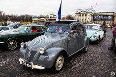 #Citroën #2CV à la Traversée de #Paris hivernale 2016. Reportage complet : http://newsdanciennes.com/2016/01/10/grand-format-traversee-de-paris-hivernale-2016/ #Vintage #VintageCar #Voiture #Ancienne