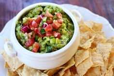 Fresh, Easy Homemade Guacamole Recipe I love guacamole! Healthy Snacks, Healthy Eating, Healthy Recipes, Vegetarian Recipes, Gourmet Recipes, Appetizer Recipes, Appetizers, Appetizer Ideas, Gucomole Recipe