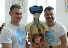 Študenti strednej zdravotníckej školy na Kukučínovej ulici  v Košiciach sa budú učiť anatómiu vo virtuálnej realite. Pomôže im v tom nová učebňa, v ktorej pomocou okuliarov na virtuálnu realitu  uvidia ľudský organizmus v 3D podobe.  Virtuálnu anat Walkie Talkie, Nova, Electronics, Consumer Electronics