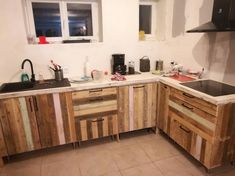 This image will make offer you out with the idea of having an extraordinary choice of placing the kitchen cabinet design of wood pallet that is set additionally through the taste of shelf over one side. You will be finding the whole creation so much extraordinary looking for sure.
