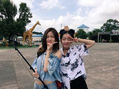 Bff Pictures, Best Friend Pictures, Friend Photos, Bff Goals, Best Friend Goals, Tumblr Korea, Coachella, Korean Best Friends, Apink Naeun