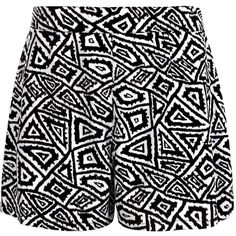 Boohoo Mandy Monochrome Geometric Woven Shorts (89 VEF) ❤ liked on Polyvore featuring shorts, bottoms, short, basketball shorts, short shorts and woven shorts