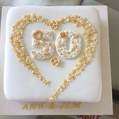Idea for grandma and grandads cake 60 silver Idea for grandma and grandads cake 60 silver Golden Anniversary Cake, 50th Wedding Anniversary Cakes, Anniversary Cookies, Dad Cake, Cake Decorating Kits, Wedding Cookies, Celebration Cakes, Marie, Birthday Cake Recipes
