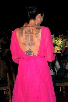 Brad Pitt and Angelina Jolie got matching tattoos shortly before separating Brad Pitt And Angelina Jolie, Jolie Pitt, Elizabeth Hurley, Jean Harlow, Matching Tattoos, Body Mods, American Actress, Celebrity Style, Celebrity News