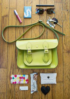 Whats in my bag? - A BEAUTIFUL MESS