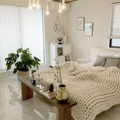 Guest bedroom design ideas that are warm, cosy and inviting Read more at Bedroom Wall Colors, Diy Bedroom Decor, Living Room Decor, Room Interior, Interior Design, Apartment Therapy, Cheap Home Decor, My Room, Room Inspiration