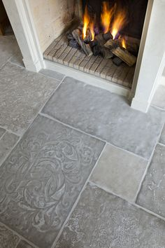Castle Stones come in eight different colors, each with three color nuances. The color palette ranges from light beige to dark grey. brown-grey earl-grey evening-shadow light-terra morning-mist old-grey sand-grey warm-desert.  #kantelberg #flagstone #castlestone #tile #flooring #design #interior