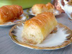 Greek Sweets, Arabic Sweets, Arabic Food, Halva Recipe, Filo Pastry, Pavlova, Sushi, Biscuits, Deserts