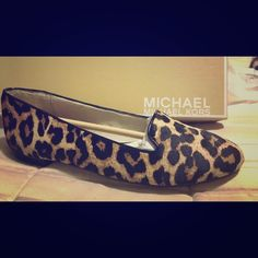 aca2b54a063a94 Authentic Michael Kors Flat Sz.6 Beautiful Brand New in Box! Never Worn!