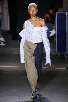 Monse show, runway, Spring Summer New York Fashion Week Fashion Articles, Fashion 101, Fashion Details, Fashion Pants, 90s Fashion, Couture Fashion, High Fashion, Fashion Design, T Shirt And Shorts