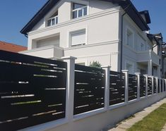 Garduri - Traforate.ro Gate Design, Door Design, House Design, Arch House, My House, Compound Wall Design, Modern Fence Design, Modern Front Yard, Front Fence