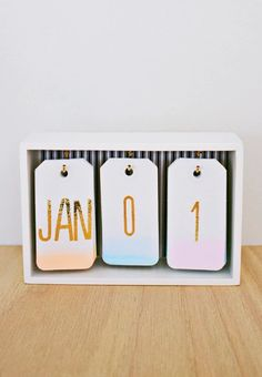 Best DIY Gifts for Girls - DIY Ombre Calendar - Cute Crafts and DIY Projects that Make Cool DYI Gift Ideas for Young and Older Girls, Teens and Teenagers - Awesome Room and Home Decor for Bedroom, Fashion, Jewelry and Hair Accessories - Cheap Craft Projec Diy Ombre, Cool Diy, Diy Calendario, Ideias Diy, Desk Calendars, Calendar Calendar, Office Calendar, Desktop Calendar, Calendar Ideas