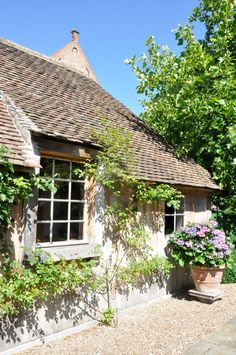 Love the crunch of walking on a gravelled walkway - especially when it's by a cottage in the country! Cottage Farmhouse, Cottage Living, Country Living, Rose Cottage, Cottage Style, White Oak Front Doors, Reclaimed Building Materials, Sustainable Architecture, Residential Architecture
