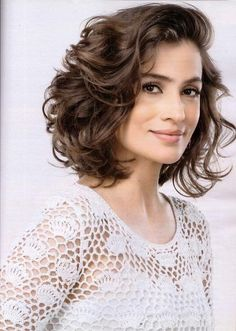 Do you like your wavy hair and do not change it for anything? But it's not always easy to put your curls in value … Need some hairstyle ideas to magnify your wavy hair? Cute Short Curly Hairstyles, Haircuts For Curly Hair, Wavy Hair, Pretty Hairstyles, Short Hair Cuts, Spring Hairstyles, Medium Hair Styles, Curly Hair Styles, Hair Dos