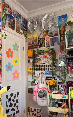 Indie Room Decor, Cute Bedroom Decor, Room Design Bedroom, Aesthetic Room Decor, Room Ideas Bedroom, Bedroom Inspo, Retro Room, Vintage Room, Chambre Indie
