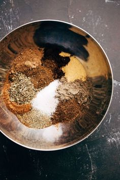 Most Delicious Homemade Shawarma Seasoning Homemade Shawarma Seasoning - an all purpose shawarma seasoning for chicken, beef, or roasted chickpeas! Make a big batch of this stuff and use it for things like shawarma bowls or wraps. Shawarma Seasoning, Shawarma Spices, Shawarma Recipe Beef, Homemade Spices, Homemade Seasonings, Spice Jars, Spice Mixes, Spice Blends, Gastronomia