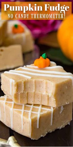 Pumpkin Fudge Recipes A great easy recipe for Pumpkin Fudge! NO candy thermometer required! Fudge Recipes, Candy Recipes, Baking Recipes, Sweet Recipes, Pumpkin Fudge, Pumpkin Dessert, Pumpkin Spice, Candy Pumpkin, Pumpkin Cupcakes