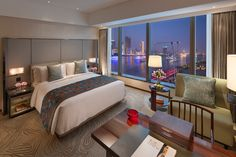 Deluxe River View Room at the Mandarin Oriental Pudong, Shanghai