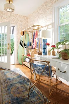 Lindsey Cheek Wilmington, NC Home Side Entrance Mudroom Home Office The side … – Home Office Wallpaper Decor, Home, Home Office Decor, Interior, Southern Living, Modern Houses Interior, House Interior, Home Decor Tips, Colonial House