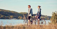 Wie wäre es mit einer Fahrradtour quer durch atemberaubende Natur und vorbei an Badeseen, Kiesstränden und malerischen Dörfern? Oder lieber interessante Sehenswürdigkeiten, nette Lokale und anspruchsvolle Steigungen? Wir haben für euch eine Liste der schönsten Radwege Deutschlands herausgesucht – hier kommt jeder auf seine Kosten! Habt ihr euren Lieblingsradweg schon gefunden? Teilt ihn doch in den Kommentaren mit uns – wir sind gespannt! Strand, Bicycle, Couple Photos, Couples, Bike Rides, Viajes, Nice Asses, Couple Shots, Bike