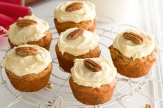 Carrot And Pecan Muffins With Cream Cheese Icing by Taste. With their cream cheese icing and the addition of pecans, these muffins are transformed into mini carrot cakes! Cupcakes With Cream Cheese Frosting, Cream Cheese Icing, Mini Carrot Cake, Carrot Cakes, Muffin Recipes, Baking Recipes, Cupcake Recipes, Dessert Recipes, Chili Cupcakes
